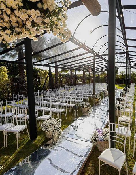 Espaço para Casamento entrada do altar ao ar livre